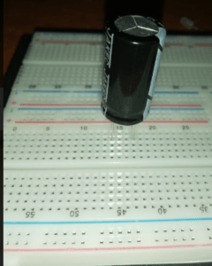como probar un condensador electrolítico.